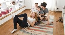 Familia en vivienda nueva