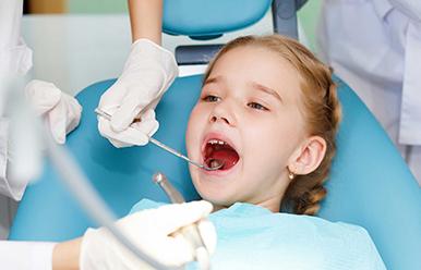 """Odontopediatría , estrategia """" lift the lip"""" y buenos hábitos de higiene oral"""