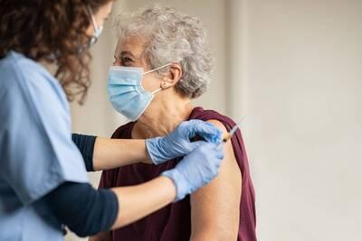 Adulto Mayor, autocuidado, vacunación y cuidado, salud mental, etc