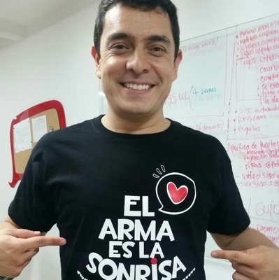 """Conferencia virtual """"El arma es la sonrisa"""" con Danny Hoyos"""
